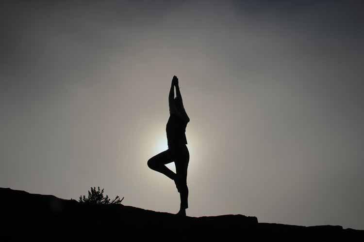 Saluto al sole: come si fa e quali sono i suoi benefici